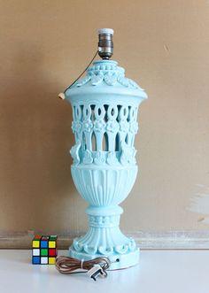 Gran lámpara de cerámica de Manises, en azul pálido. Cerámica calada. Vintage años 50s- 60s. de elNidosingular en Etsy
