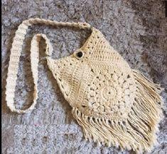 Bolsa Simples Em Crochê para quem esta começando na arte do crochê e para mostrar que o simples também pode ser belo e delicado.