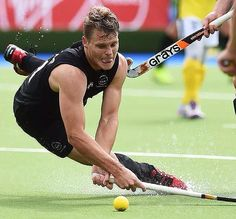 The Commonwealth Games, Glasgow NZ men's team, the Black Sticks. We Love Field Hockey ❤️ Astro Turf, Team Games, Commonwealth Games, Field Hockey, World Of Sports, Sport Man, Athletics, Glasgow, A Team