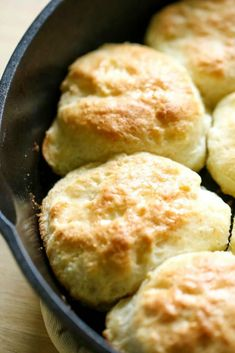 These Bisquick Biscuits are made with Sprite and the easiest biscuits you'll ever make! They turn out perfect every time! Bisquick Recipes Biscuits, Biscuit Recipe, Homemade Biscuits, Sprite Biscuits, Redneck Recipes, My Favorite Food, Favorite Recipes, Buttery Biscuits, Pasta