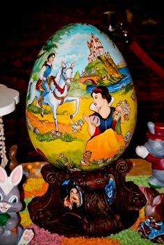 Blanche Neige en décoration d'œuf pour Pâques