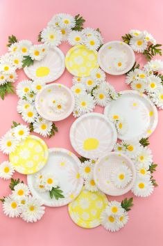 We're all about Oh Joy's newest collaboration, which not only makes spring entertaining chic, but also has a philanthropic edge. Here's what you need to know about the new disposable dish collection, available now. Baby Girl Shower Themes, Baby Shower Decorations For Boys, Girl Themes, Paper Plate Design, Daisy Party, Birthday Table Decorations, Festa Party, Party Plates, Colorful Party