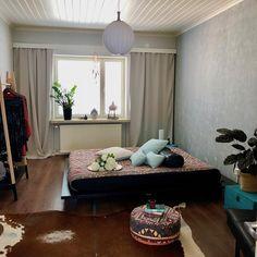 #japansänkyrunko #musta #deconstructed #rahi #sisustustyynyt #putkityynyt #futonpatja #futon #futonnetti #sisustaminen #kodinsisustus #sisustusinspiraatiota Toddler Bed, Furniture, Home Decor, Instagram, Benefit Brow, New Houses, Room, Japanese Bed, Beds