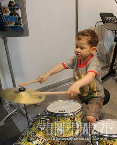 Вот так начинается путь великого драммера!  #injazz #jazzclub #spongebob #барабанщик