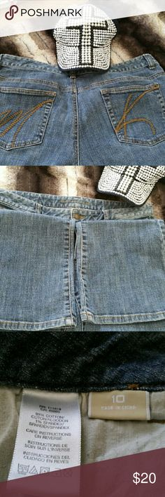 Michael Kors Denim Jeans Michael Kors Denim Jeans. Size 10. Gently worn  Great condition. FLARE JEANS.  Inseam is 32. Width of bottom of pants is 9.5. Michael Kors Jeans Flare & Wide Leg