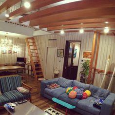 梁に壁、サーフボードラック、デニムソファ等々。大好きなカリフォルニアのイメージを取り入れたリビングです(^ ^)カリフォルニアスタイルのコンテストに参加します♫ 個人のお宅です クラークリトル/シャンデリア/デニムソファ/ronherman/ロンハーマン…などのインテリア実例 - 2015-04-08 13:30:37 | RoomClip(ルームクリップ)