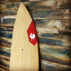 The new wall layer rendered a perfect background for the #hbsurfkite beauties!  #straplesssociety #straplesskitesurfing #surfkite #kitesurf #kitesurfing #kitesurfer #kiteboard #kitewave #waveriding #waves #woodwork #wood #woodsurfboard #kiteshop #surfboard #bamboo #barnwood de thewavedistrict
