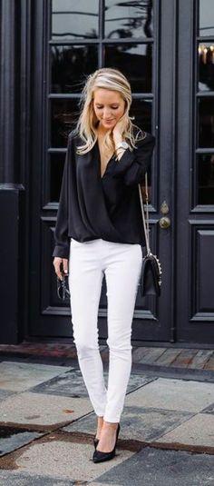 business kleider interessante schwarze bluse weise hose kleine schwarze tasche hohe schwarze schuhe