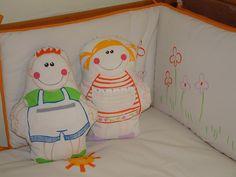 Coixins ninos pintats a mà, dissenys infantils originals.