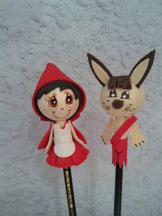 Ponteira chapeuzinho vermelho e lobo mau Pencil Toppers, Biro, Birthday Parties, Minnie Mouse, Birthdays, Disney Characters, Party, Handmade, Crafts