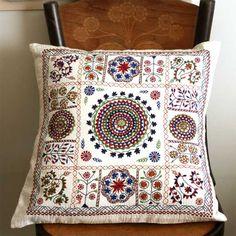 Декоративные  подушки  с  вышивкой  -  Самые  лучшие  подушки  здесь