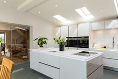 Stunning white handle less kitchen with the trendy Bora extractor including a Tepanyaki