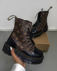 Christian Louboutin OFF!>> these chunky platform louis vuitton boots. via designer luxury designer shoes high-end platform boots Botines Louis Vuitton, Louis Vuitton Boots, Louis Vuitton Shoes Sneakers, Luis Vuitton Shoes, Dr Shoes, Cute Shoes, Shoes Heels Boots, Me Too Shoes, Fashion Shoes