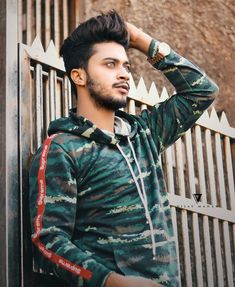If eyes could speak. One look would say everything. You Are My Crush, Musically Star, Chocolate Boys, Dear Crush, Positive Images, Cute Stars, Boy Photography Poses, Stylish Boys, Team 7
