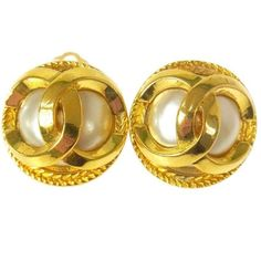 Preowned Chanel Vintage Gold Round Ball Pearl Button Stud Earrings (4.090 DKK) ❤ liked on Polyvore featuring jewelry, earrings, brown, stud earrings, gold earrings, ball stud earrings, gold stud earrings, chanel earrings and gold jewellery