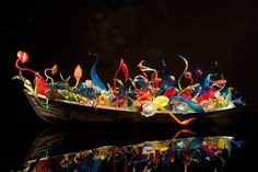 Dale Chihuly: Through The Looking Glass – Daily Art Fixx Dale Chihuly, Instalation Art, Glass Museum, Blown Glass Art, Shadow Art, Through The Looking Glass, Pottery Art, Amazing Art, Awesome