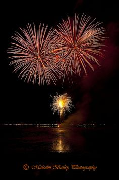 With our extensive design knowledge, wealth of experience  and   a vast range of exciting display fireworks, it comes as no surprise as to why we are so highly recommended time and time again from many of our wedding firework display customers.