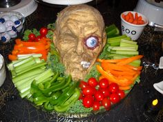 Halloween Appetizer Recipes that are Spooky but oh so Delicious - Halloween Ideas - Mastercrafter - DIY Christmas Ideas ♥ Homes Decoration Ideas Halloween Appetizers, Halloween Food For Party, Halloween Birthday, Halloween Treats, 65 Birthday, Birthday Ideas, Halloween Decorations, Halloween Bride Costumes, Christmas Deserts