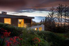 Construido en 2010 en Sandyford, Irlanda. Imagenes por Paul Tierney. Descripción de los arquitectos.Esta vivienda de reemplazo sedisponeen la orientación norte, al lado de una colina con vistas panorámicas de la...