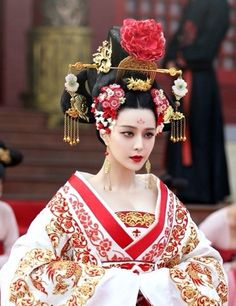 The Empress of China headpiece, This would rock goth night.