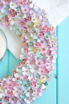 Paper Flowers Diy, Table Flowers, Flower Crafts, Wreath Crafts, Diy Wreath, Couronne Diy, Fleurs Diy, Creation Deco, Diy Garland