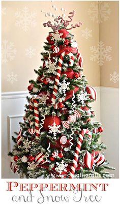 Arbol con temática de navidad de dulces de menta. #DecoracionArbolDeNavidad