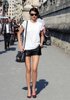 Miranda Kerr Strolls Around Paris