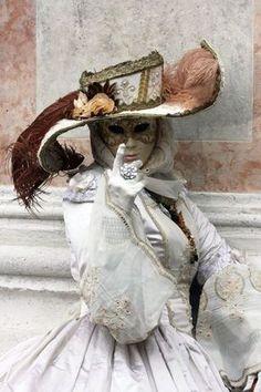 The Venetian Masquerade: Venice Carnival Costume Carnevale di Venezia Venice Carnival Costumes, Venetian Carnival Masks, Mardi Gras Carnival, Carnival Of Venice, Venetian Masquerade, Masquerade Party, Venetian Costumes, Masquerade Outfit, Venice Carnivale