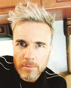 Gary barlow eye colour