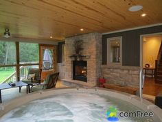 Screened Porch with Hot tub