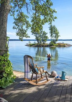 Finnish summer cottage views are often something like this! Lakeside Living, Coastal Living, Outdoor Living, Peaceful Places, Beautiful Places, Haus Am See, Lake Life, Belle Photo, My Dream Home