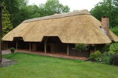 15 Thatched Roof Ideas, Advantages and Disadvantages Thatched House, Thatched Roof, My Home Design, House Design, Rooftop Patio, Tiki Hut, Roof Covering, Outdoor Restaurant, Eco Friendly House