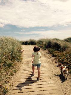 Strutting early.  #beach #boardwalk #girl #pups #strut