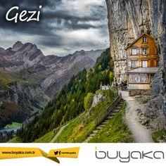 """İsviçre'de özenle korunmuş muhteşem doğal güzelliklerin içinde kayalara sırtını yaslamış minik dağ evinin adı """"Aescher-Wildkirchli"""" deniz seviyesinden 1,454 metre yukarıda ve sadece Mayıs-Ekim ayları arasında hizmet veriyor. Gezi rotası için mükemmel bir seçim olabilir. #BuyakaBiBaşka #Gezi #Görülmeli #BuyakaAvm"""