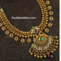 22 carat gold antique finish peacock nakshi necklace studded with kundans, rubies and emeralds. For inquiries contact: Swarnsri Gold and Diamonds, Vijayawada, Whatsapp number : 9393891000 Antique Jewellery Designs, Gold Jewellery Design, Antique Jewelry, Gold Temple Jewellery, Gold Jewelry, Bridal Jewellery, Jewellery Earrings, Gold Necklaces, Wedding Jewelry