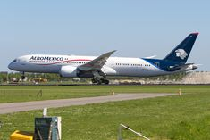 Aeromexico Boeing Dreamliner photographed at Amsterdam Schiphol (AMS / EHAM) by Freek Blokzijl Boeing 787 9 Dreamliner, Boeing 787 8, Boeing Aircraft, First Class Seats, Commercial Aircraft, Wide Body, Business Class, Seating Charts, Movies And Tv Shows