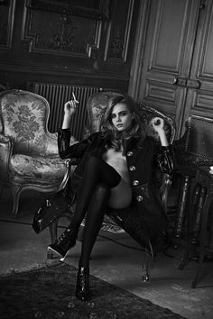 Cara Delevingne by Peter Lindbergh for Interview Magazine April about a sexy pose Peter Lindbergh, Cara Delevingne, Foto Fashion, Fashion Art, Editorial Fashion, Christy Turlington, Women Smoking, Girl Smoking, Smoking Kills