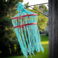 This quick and easy kids yarn chandelier craft uses very few supplies and is tons of fun!