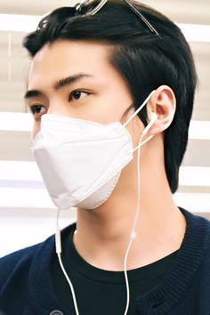 Sehun, Exo Lockscreen, Hunhan, Airport Style, Fashion 2020, Airport Fashion, Handsome Boys, Luxury Branding, Hoop Earrings
