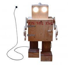 Grote robot Rijkswachter - robot, lamp en kastje van BEEmeubels   Markita.nl