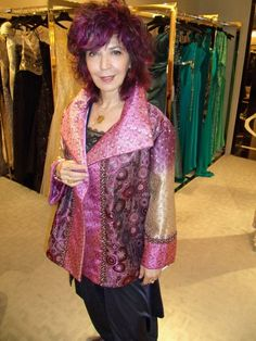 Amy Zerner wearable art - a picture of the artist herself! Quilted Clothes, Sewing Clothes, Altered Couture, Clothing Patterns, Dress Patterns, Fashion Over 40, Unique Outfits, Quilted Jacket, Along The Way