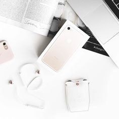 On the topic of travel and living that powered up life one essential I never travel without is a great pair of headphones! Now that I have these beautiful blush and white @sudiosweden wireless buds I never have to stress over tangling cords! Press play and tuck your phone away! Talk about easy traveling! http://www.petitemodernblog.com Also snag a pair of @sudiosweden earbuds at 15% off using the code PETITEMODERN!  #petitemodern #blogger #bblogger #beautyblogger #fblogger #fashionblogger…