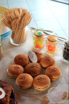 Buffet dolce e caramelle gommose per i piu piccini. www.bonappetitmama.it