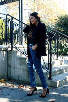 LITTLE BLACK COCONUT: Special earrings, ripped jeans, heels and black blazer. #elegant #simple #streetstyle