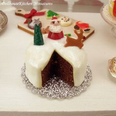 Christmas Cake Dollhouse Miniature Accessories by DollhouseKitchen