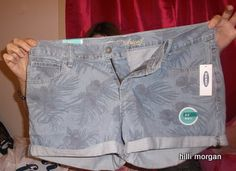 these shorts are so cute, I love printed shorts  for the spring and summer.