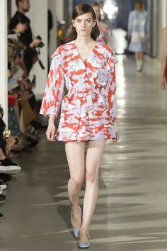 View the complete Arthur Arbesser Spring 2017 collection from Milan Fashion Week.