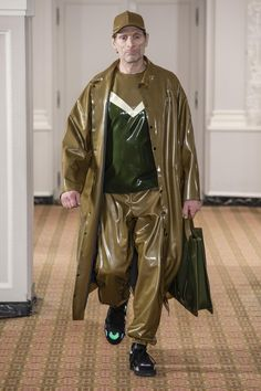 French designer Arthur Avellano presented his Fall Winter Collection, that mixes latex with contemporary wardrobe, on January during the recently finished Paris Fashion Week. Men's Fashion, Latex Fashion, Fashion Ideas, Tartan, Mode Latex, Latex Men, Fashion Week Hommes, Vinyl Dress, Latex Pants