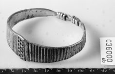 Museum : Museum of Cultural History, Oslo MuseumNo : C36000 Artefact : Bracelet Material : silver County : Aust-Agder Municipality : Grimstad CadastralName : LIEN Period : Viking