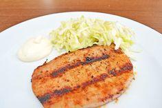 Ein tolles #Rezept ist ein Grillkotelett mit Krautsalat. Dabei wird das #Fleisch gegrillt und mit einem wunderbaren Salat als Beilage gekrönt. Wiener Schnitzel, Pork, Meat, Chicken, Barbecue Recipes, Coleslaw Recipes, Chef Recipes, Fruit And Veg, Kale Stir Fry